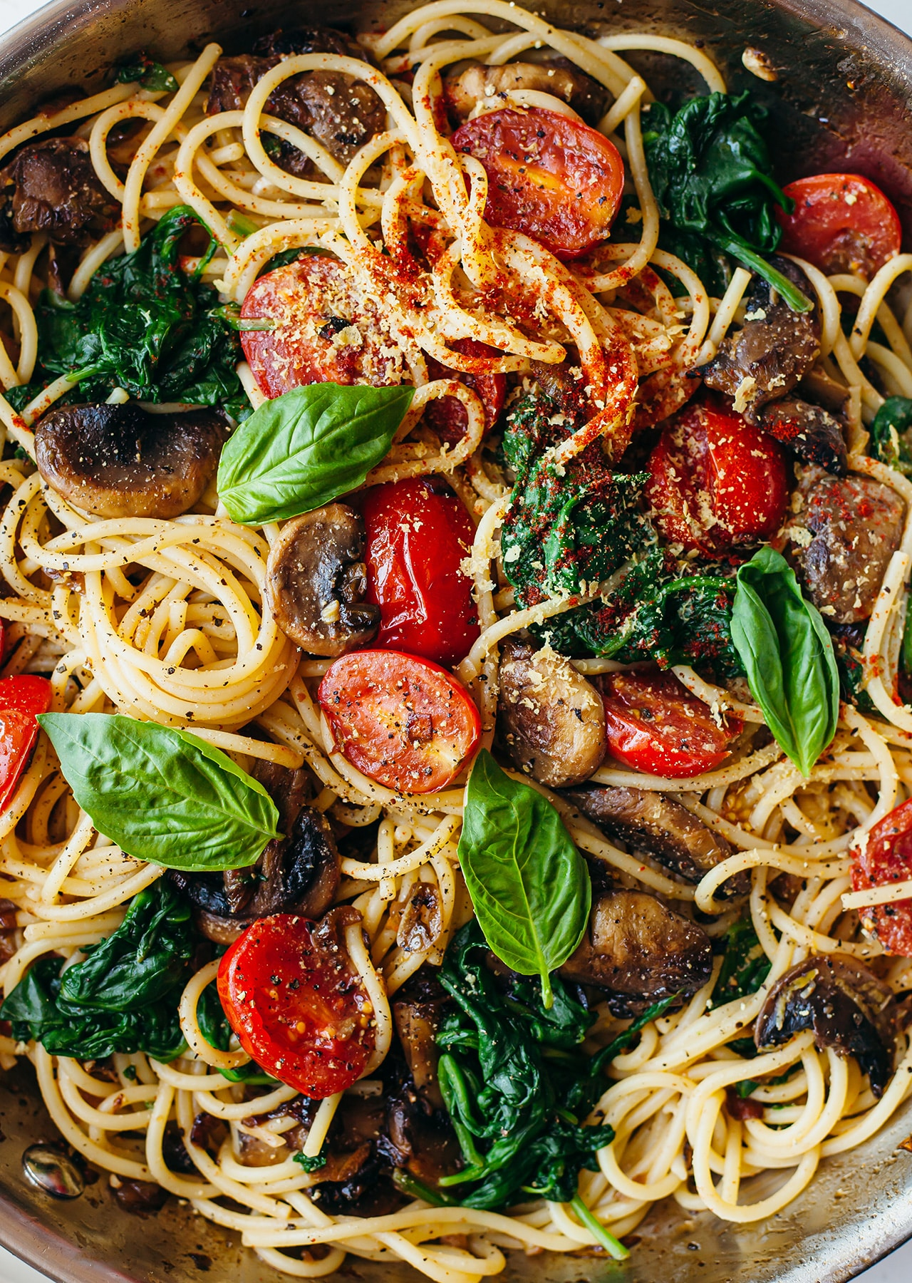Vegan One Pot Tomato Mushroom Lemon Pasta Recipe
