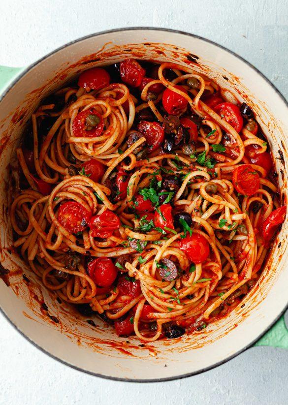 Vegan One Pot Puttanesca Pasta Recipe