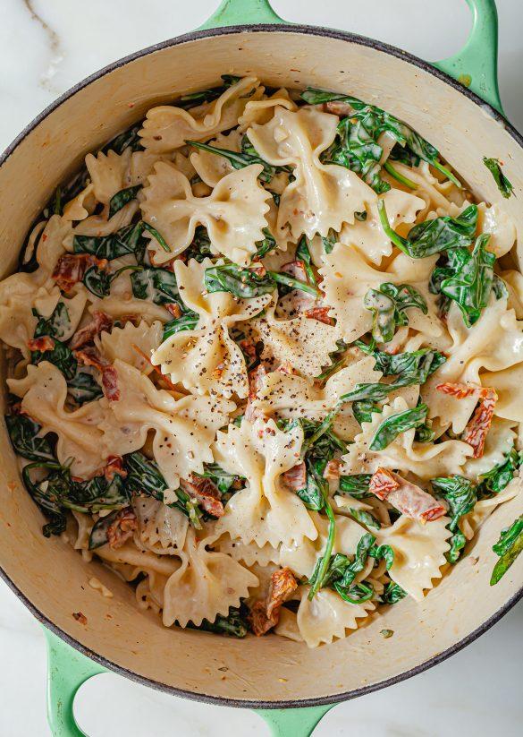 Vegan One Pot Creamy Sun Dried Tomato Pasta Recipe