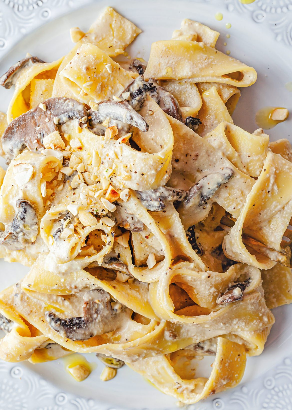 Vegan 5 Ingredient Creamy Mushroom Pasta Recipe